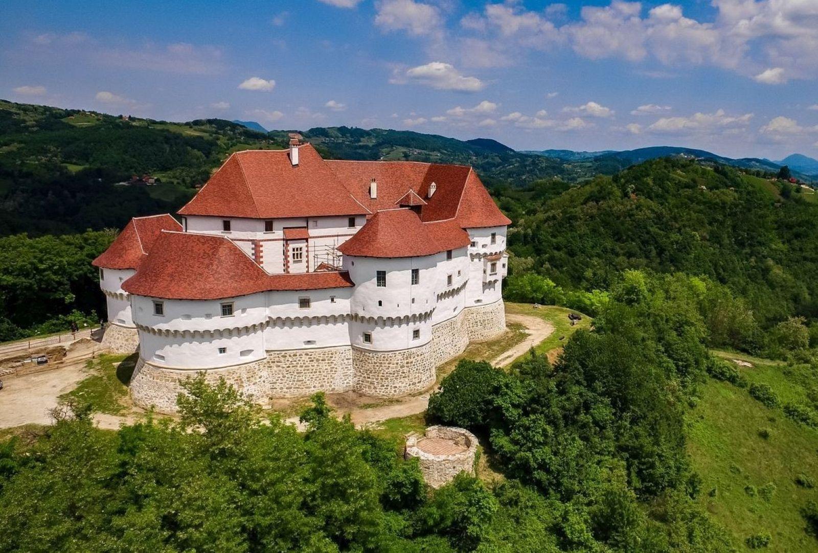 100 dvoraca